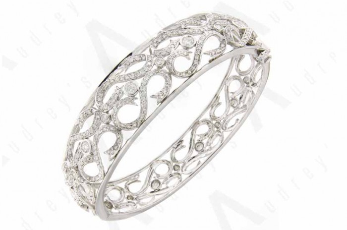 18 KARAT DESIGNER DIAMOND BANGLE